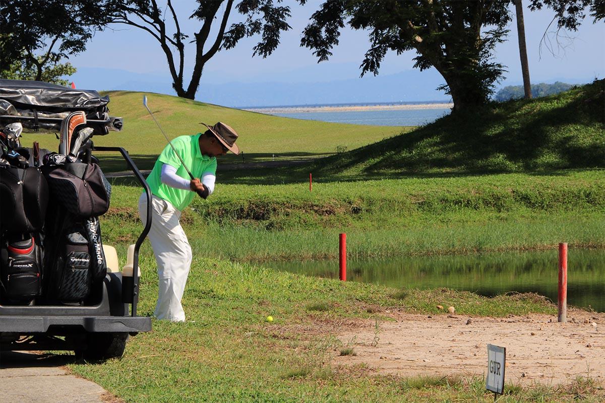 Mentiri golf club bandar