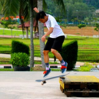 Watch local skaters show off their skills at Skatedium 🛹 🤩 The youth-oriented park comes complete with a maze of rails and ramps designed for all skill levels, as well as graffiti walls for local artists to showcase their work. #discoverbrunei #travelgram #instatravel #travelasia #travelinspiration #travelphotography #travel #wanderlust #destinationearth #seetheworld #brunei